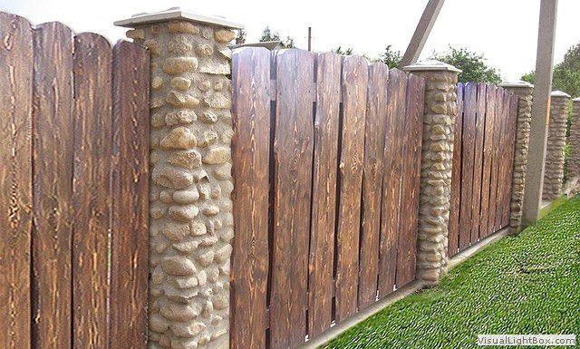 забор из необрезной доски текстура